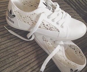 basket adidas femme dentelle blanche